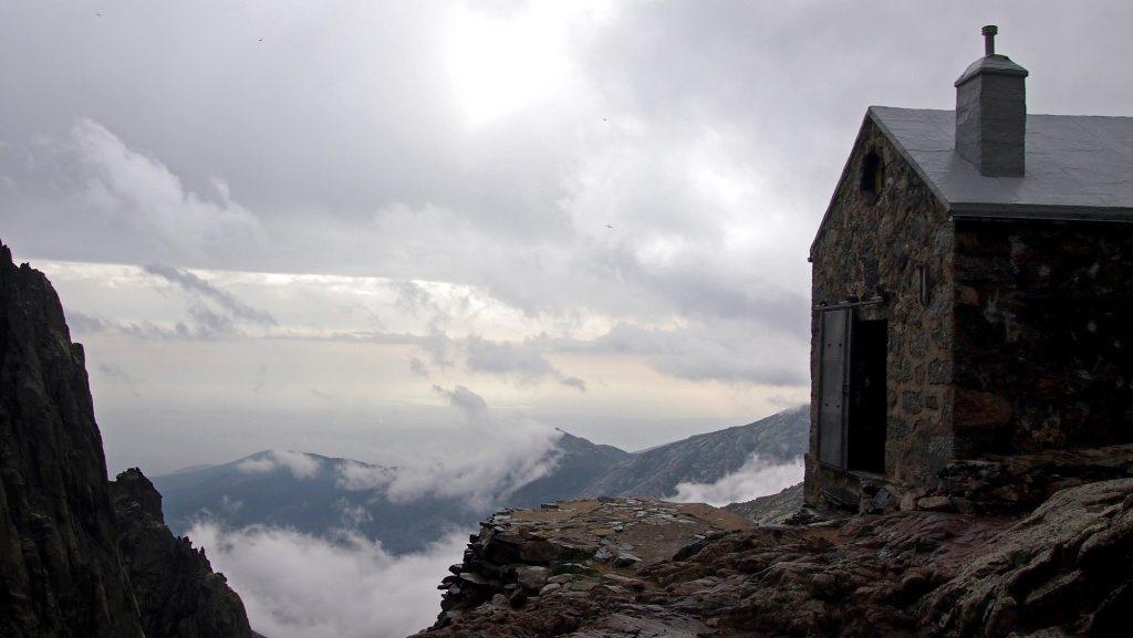 La Mira por el Refugio Victory y los Galayos