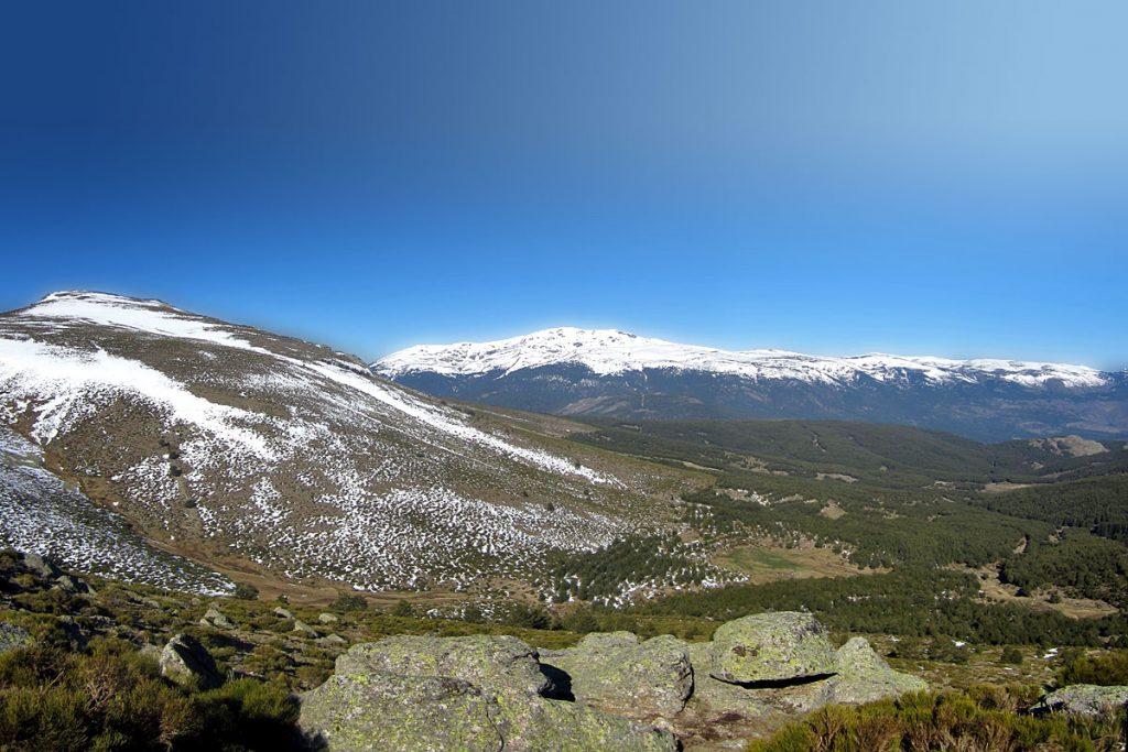 Vista del Valle del Paular con el Macizo de Peñalara al fondo