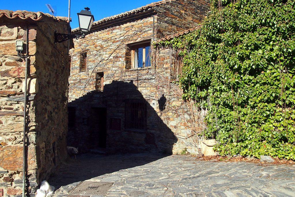 Patones de Arriba, arquitectura negra en Madrid
