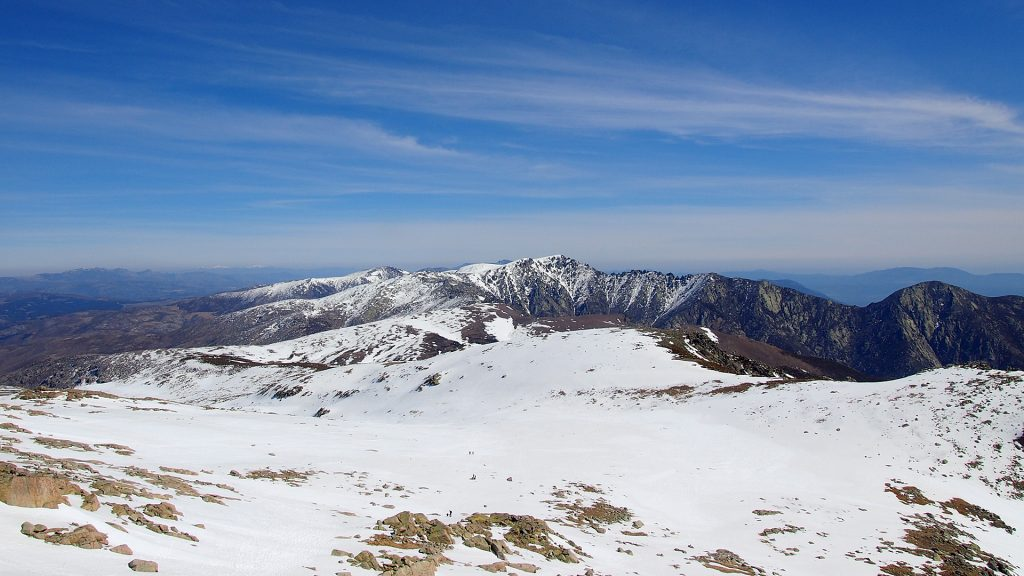 Collado de Navasomera, Al fondo La Mira ( 2.343 metros)