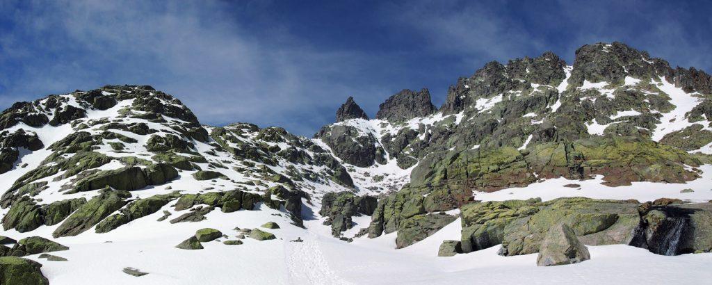 Ruta de ascenso al aventeadero y el Ameal de Pablo desde el Refugio Elola.