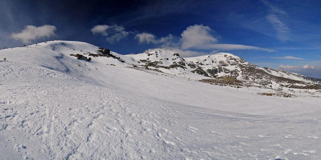 Macizo de Peñalara desde la cota 2.100, Hermana Menor (2.271 metros), Hermana Mayor (2.285 metros) y Pico de Peñalara (2.428 metros)