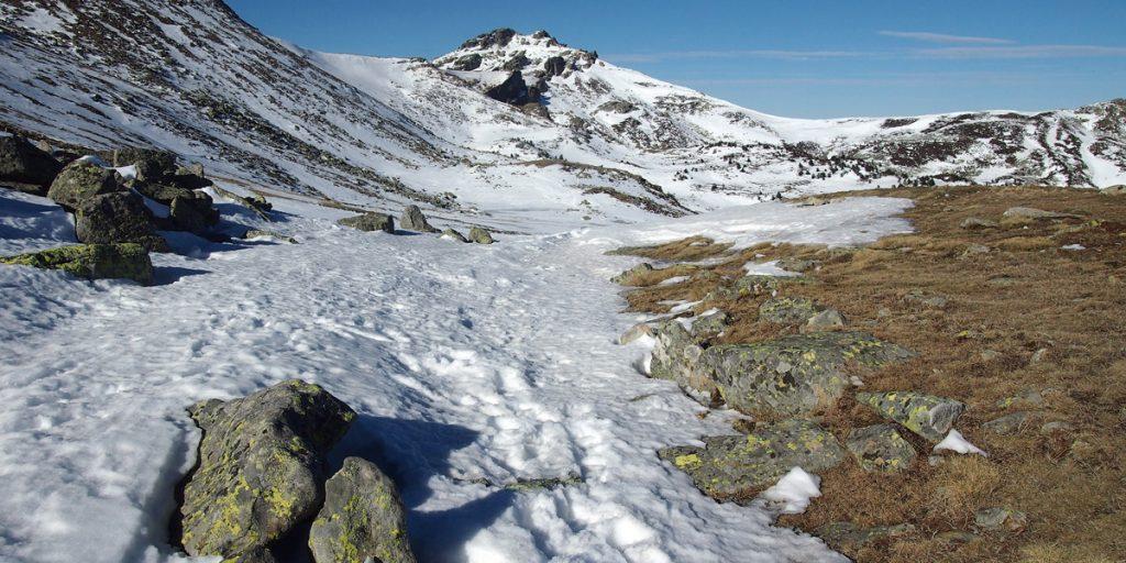 Collado en los Llanos de la Sierra, Pico Urbión al fondo.