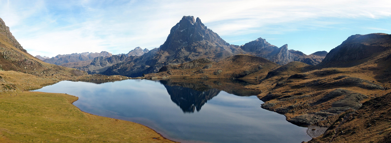 Lago de Roumassot y pico de Midi d'Ossau