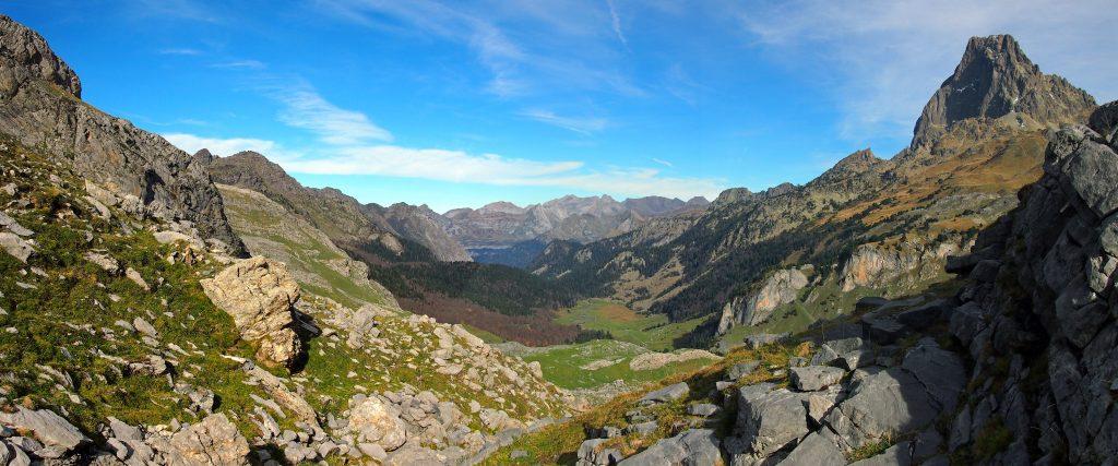 Vista del Valle de Gave de Bious y Pico de Midi d'Ossau.