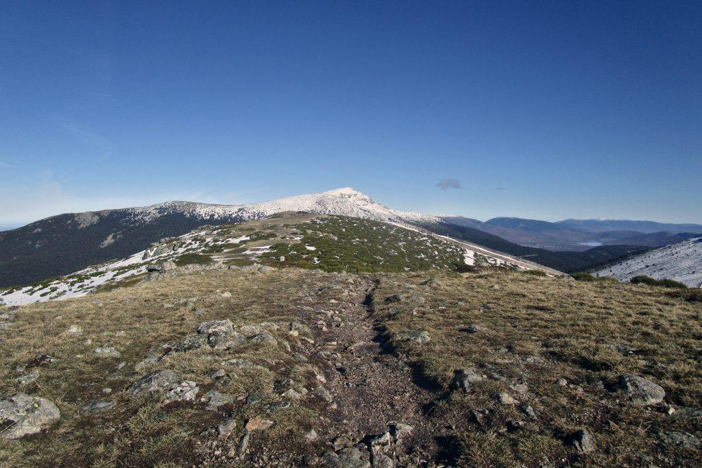 Pico de Peñalara y valle del Lozoya desde la Loma del Noruego